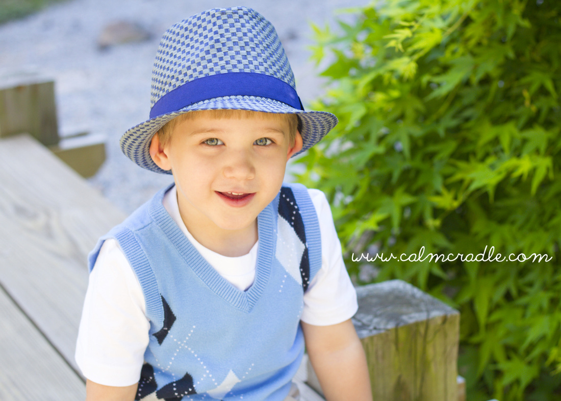 Portraits: 4-year-old boy at the arboretum. Photography by Calm Cradle Photo & Design