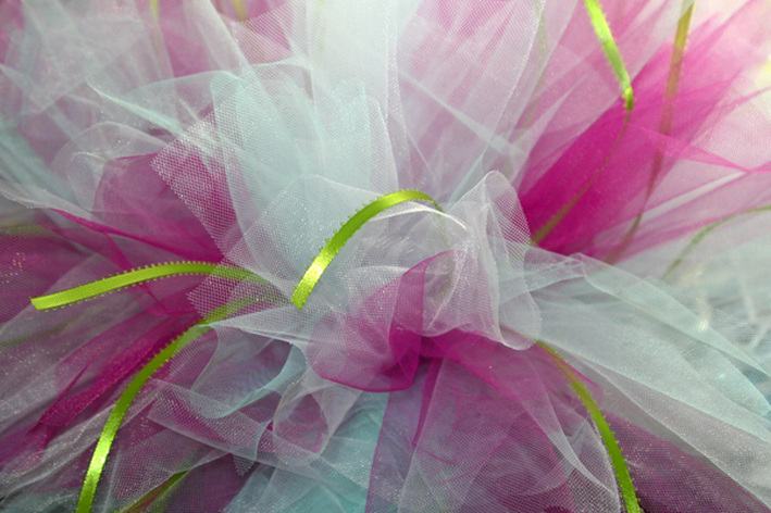 DIY no-sew tutu. (Holiday gift round-up. By Calm Cradle Photo & Design