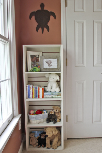 DIY bookshelf. Toddler bedroom tour. Calm Cradle Photo & Design