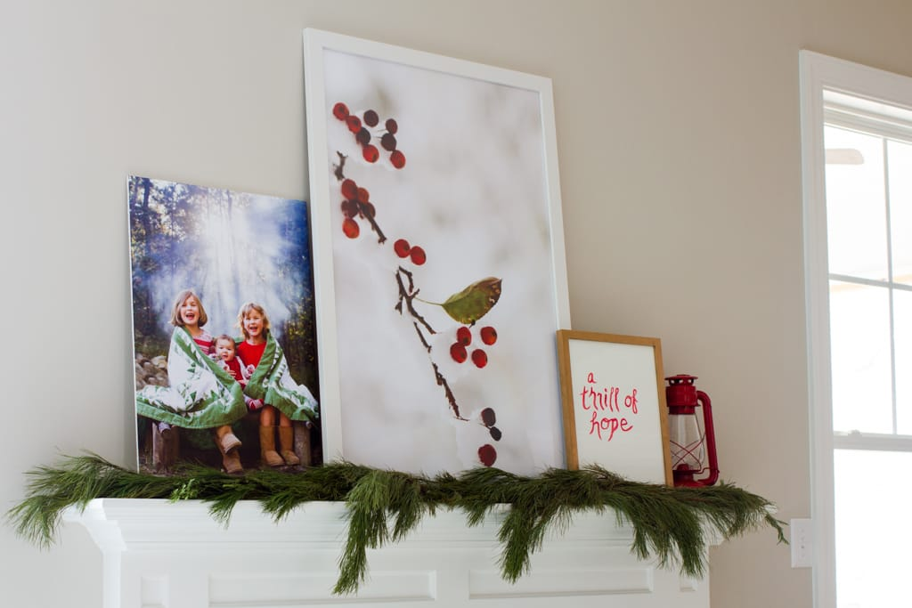 Pretty holiday home tour. (Christmas decor. Wreaths. Christmas tree. Mantel decorations.) By Calm Cradle Photo & Design